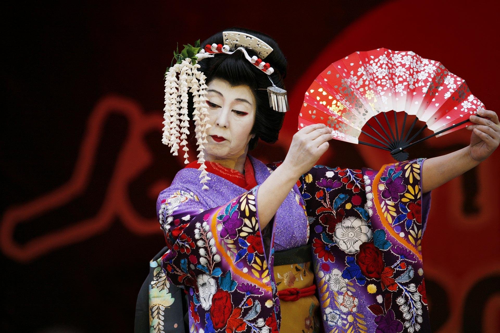Síndrome Kabuki, deficiência intelectual, olhos alongados e afilados, alteração genética, síndrome da maquiagem do teatro japonês, doença genética rara.