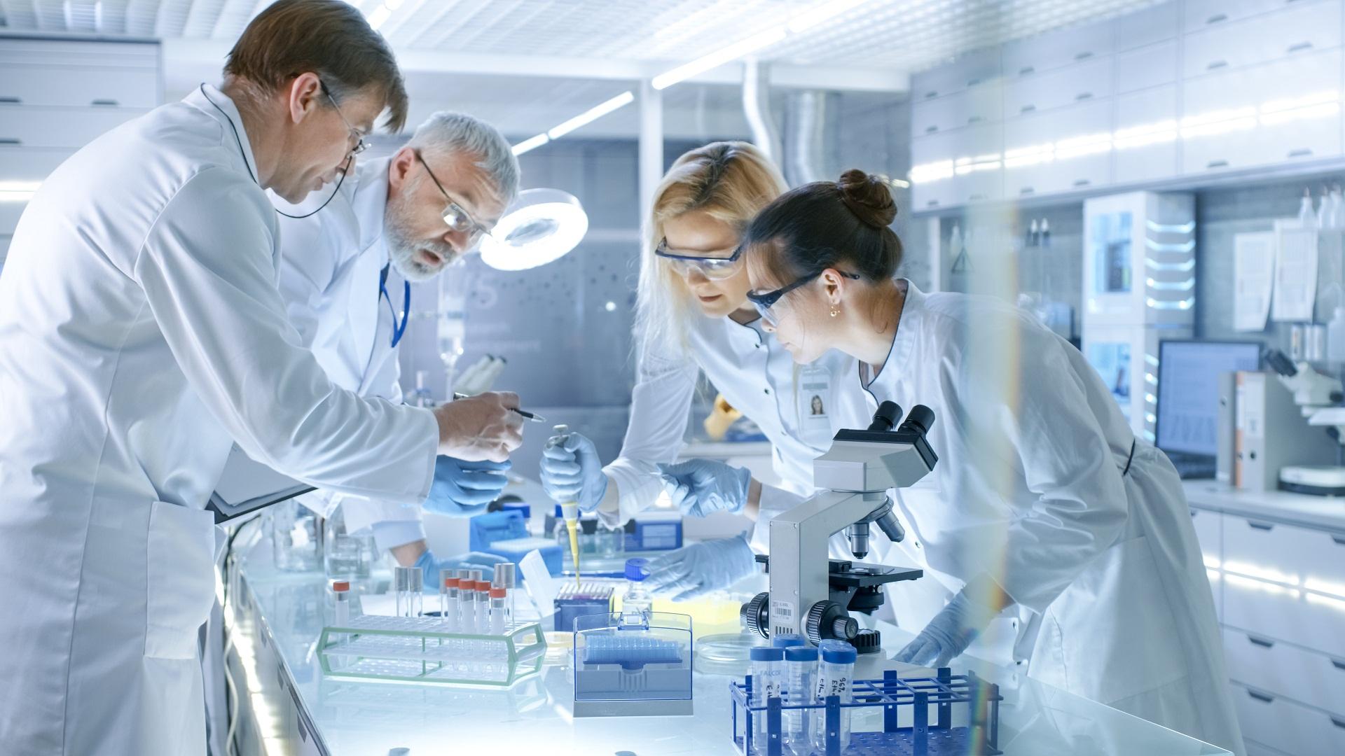 Teste genético; testes genéticos; triagem neonatal; teste genético para portadores; teste pré-natal; teste genético pré-implantacional; teste forense